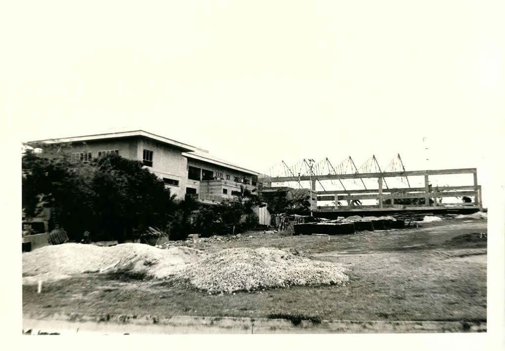 Construcción del Salón Jumbo en 1983.