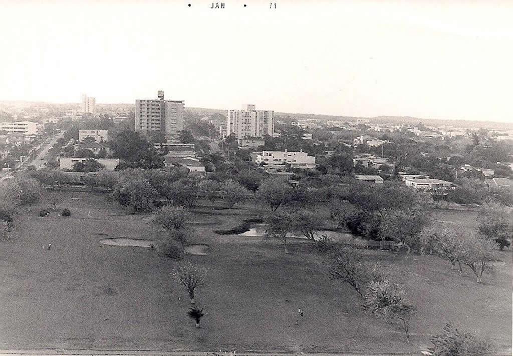 Campos de Golf a finales de los 70's en lo que es hoy nuestra sede principal. Aquí quedan actualmente los barrios Villa Country, Alto Prado y El Golf.